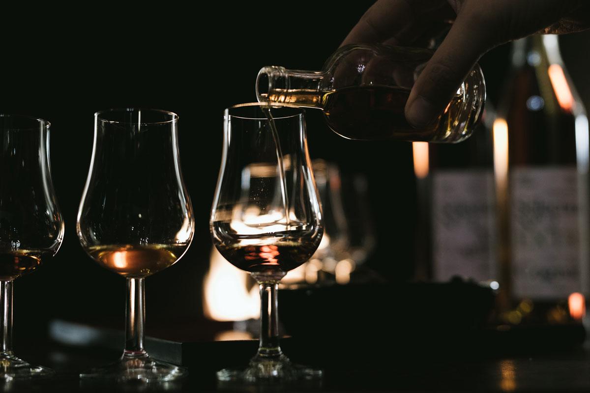 Alles über Cognac. die verschiedenen Cognac Alterskategorien: Cognac XO, VS, VSOP, XXO