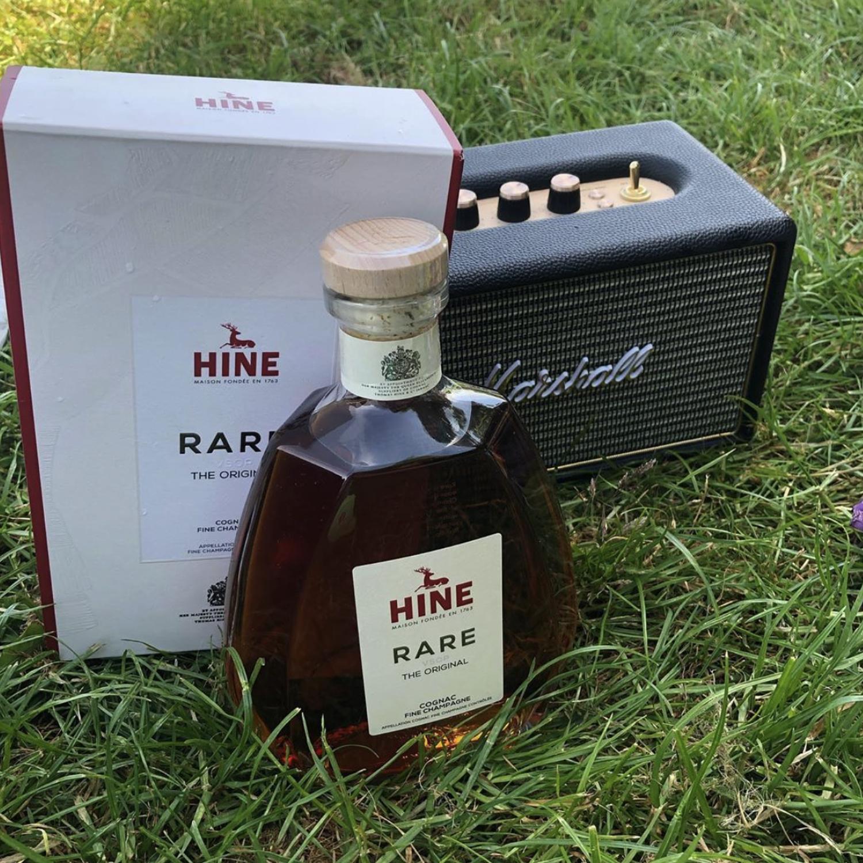 Hine Rare im Grass