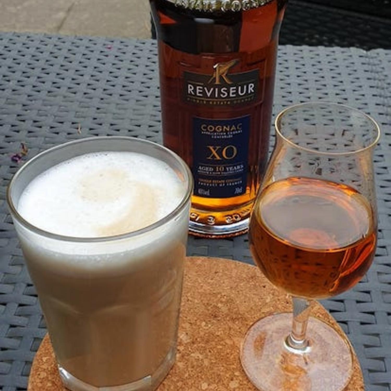 Reviseur XO Cognac mit Latte Macchiato gepairt