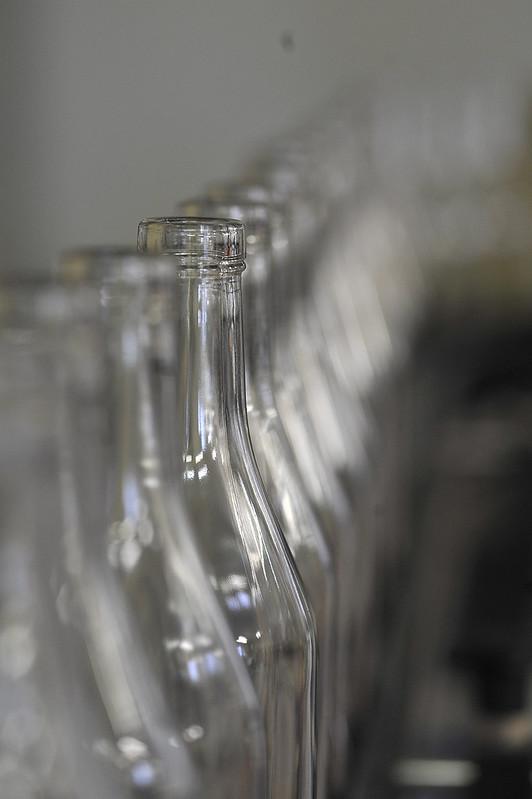 Leere Cognacflaschen vor Abfüllung
