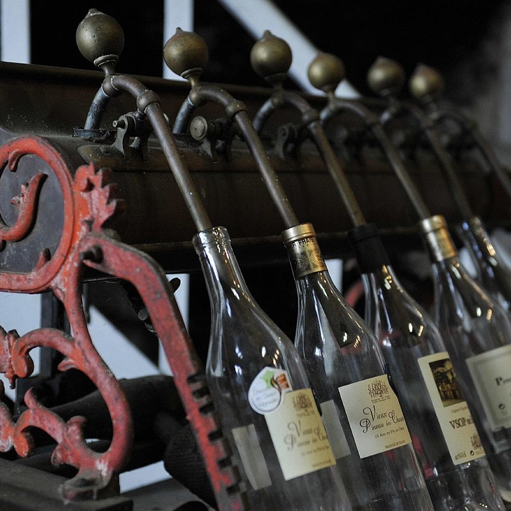 Abfüllung von Cognac in Flaschen